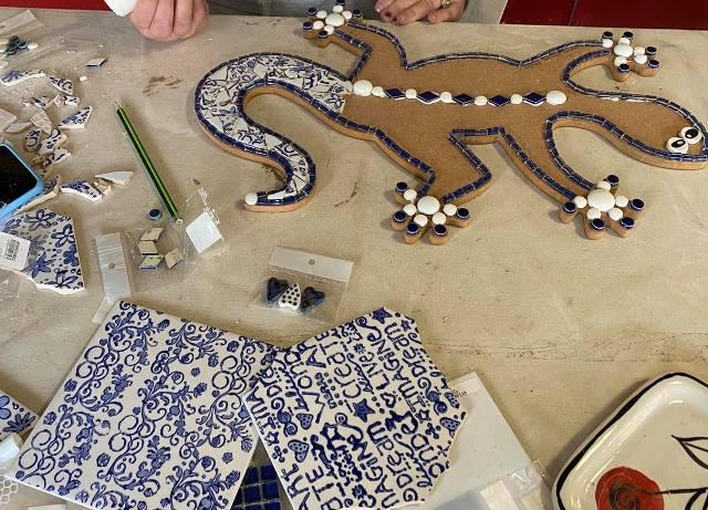 black-and-blue-printed-ceramic-tiles-